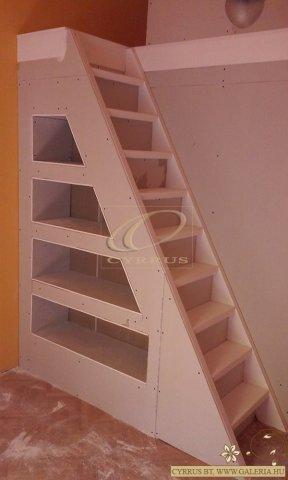 GalériaÉpítés, Cyrrus Bt - Beépített lépcsők, feljáró alatti ...